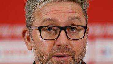 Reprezentacja Polski zagra w środę na Stadionie Śląskim z Holandią (g.20.45) w ramach Ligi Narodów. Dla piłkarzy trenera Jerzego Brzęczka ma być to okazja na zatarcie fatalnego obrazu po niedzielnym meczu z Włochami (0:2).  - Mamy takie możliwości jakie mamy i z tego staramy się wyciągnąć maksimum. To rzecz jasna nie oznacza, że jestem nieomylny. Z zadań, jakie przede mną postawiono na razie się wywiązuję - mówił we wtorek w Chorzowie Brzęczek. Spotkaniem z Holandią kadra zakończy reprezentacyjny sezon.