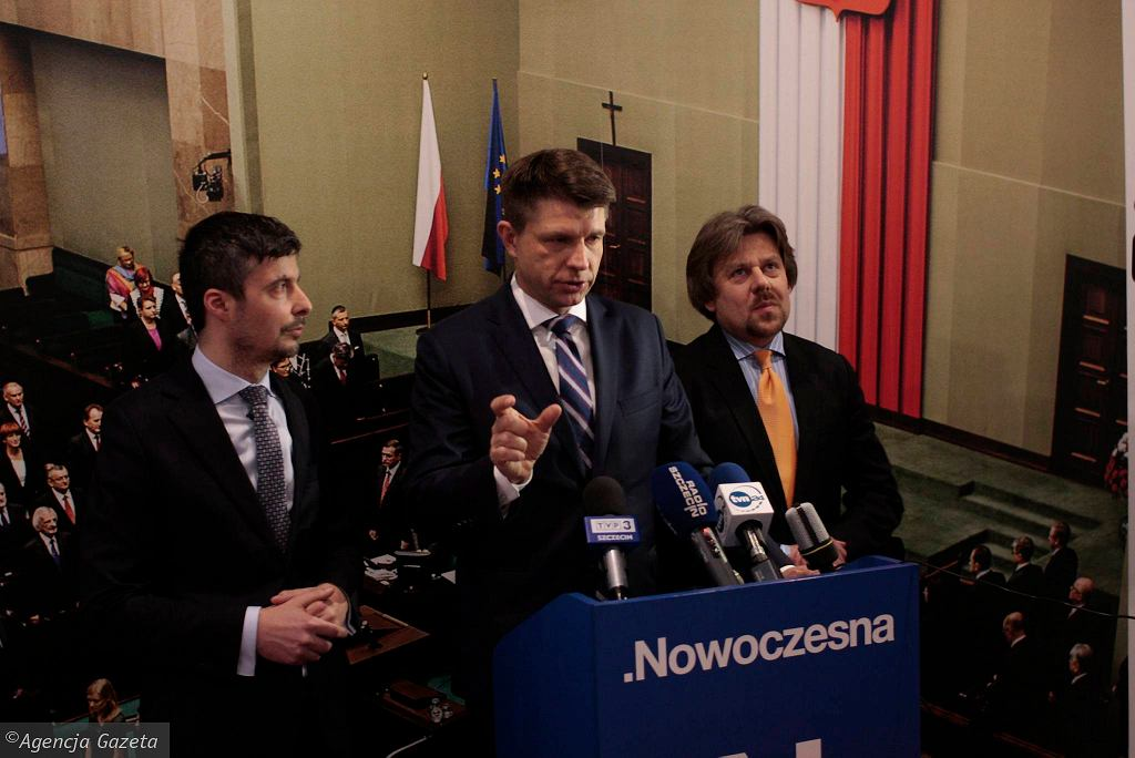 Konferencja prasowa Ryszarda Petru. Z prawej poseł Piotr Misiło, z lewej poseł Radosław Lubczyk