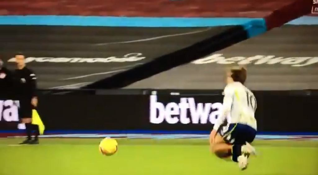 Żenująca 'symulka' Jacka Grealisha w meczu Aston Villi z West Hamem United