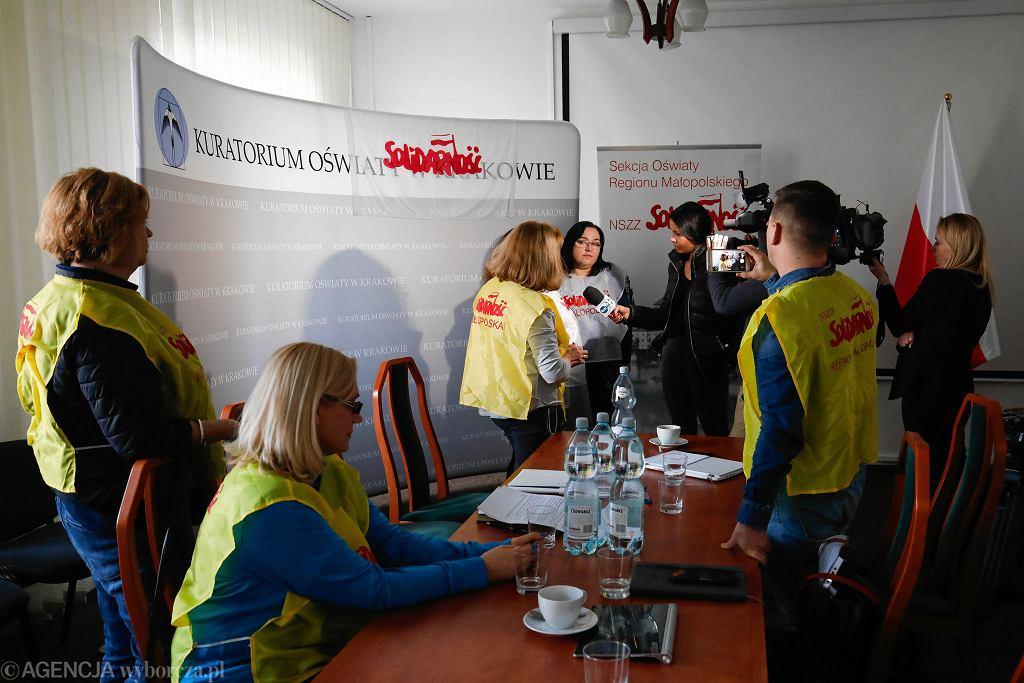 Nauczyciele z 'Solidarności' okupują Małopolskie Kuratorium Oświaty w Krakowie.