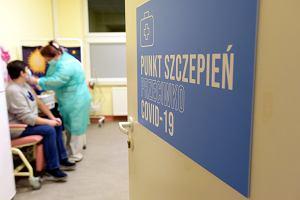 Czy 90-latek zaszczepi się przed 80-latkiem? Przychodnie robią grafiki szczepień przeciwko koronawirusowi