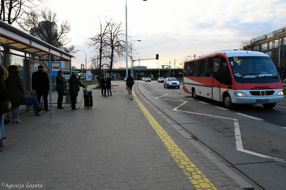 Przystanek autobusów dalekobieżnych przy Bonifraterskiej