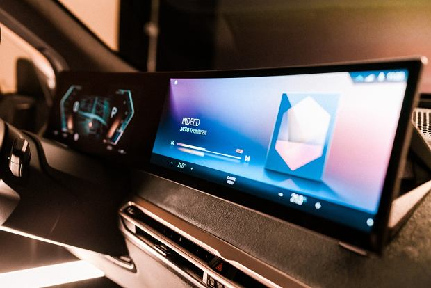 BMW iX i nowy iDrive