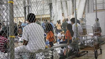 Ośrodek zatrzymań dla dzieci na zdjęciu udostępnionym przez Straż Graniczną USA
