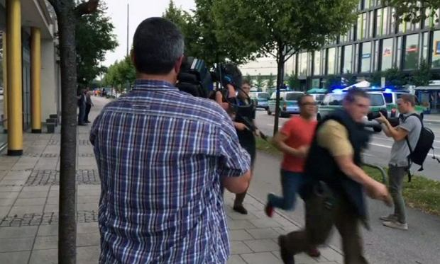 Strzelanina w centrum handlowym w Monachium. Media: Są zabici i ranni
