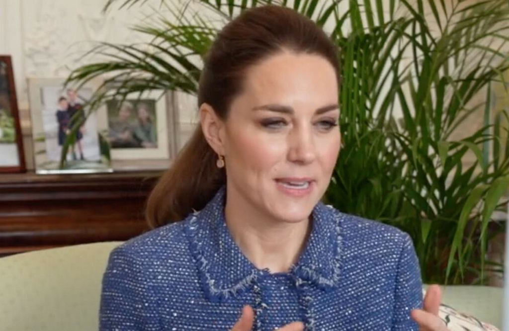 Księżna Cambridge rozmawia z nauczycielami