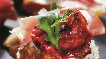 Bruschetta z ricottą i prosciutto