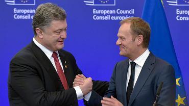 Donald Tusk i Petro Poroszenko. Unia ma teraz ciężki orzech do zgryzienia