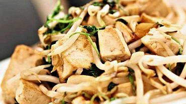 Chrupiące tofu z kiełkami sojowymi