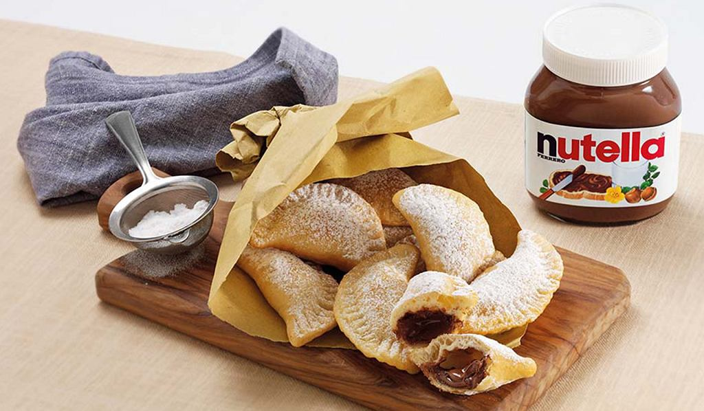 Złociste pierożki fagottini z kremem Nutella