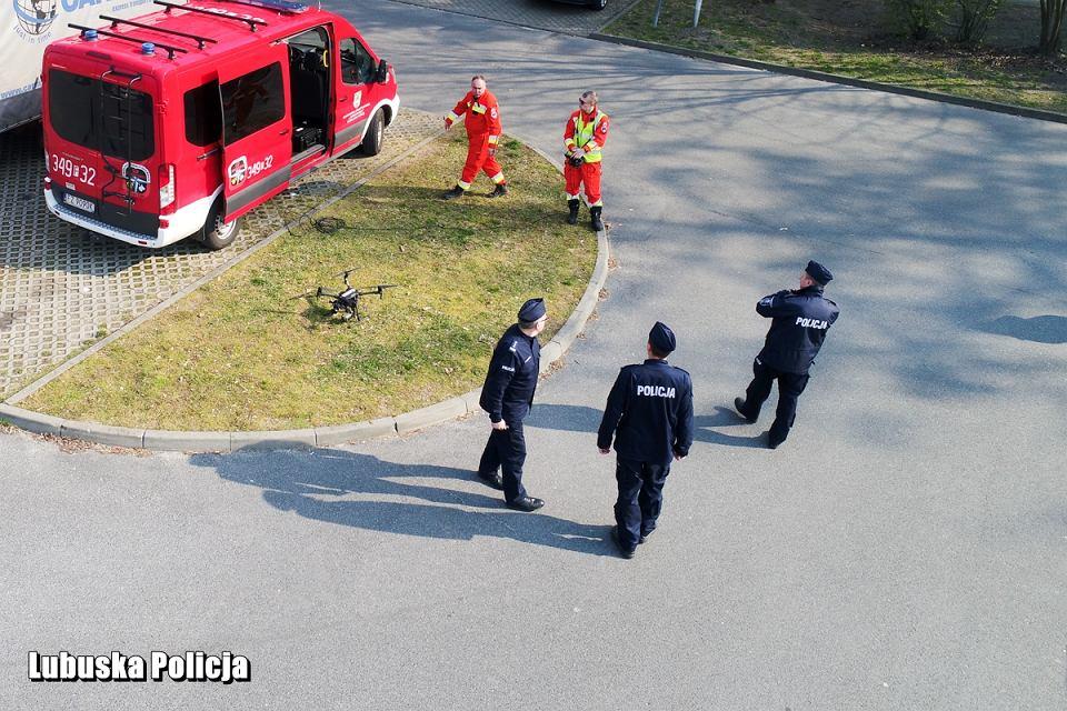 Zdjęcie numer 7 w galerii - Koronawirus. Policjanci latają nad miastem dronem, tropią nielegalne zgromadzenia