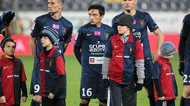 Michał Walski (w centrum) zadebiutował w ekstraklasie mając 16 lat i 275 dni
