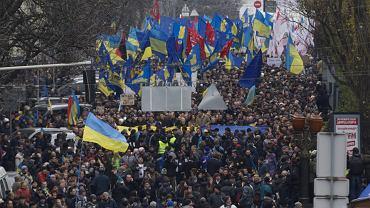 Tłumy idą na plac Niepodległości w Kijowie