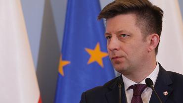 Szef Kancelarii Premiera minister Michał Dworczyk podczas konferencji prasowej .