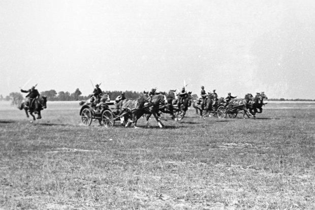 Zdjęcie numer 0 w galerii - Wyjątkowe zdjęcia. Manewry wojska polskiego latem 1939 r.