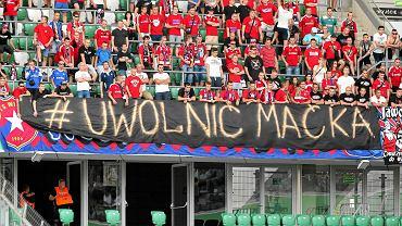 """Hasło """"Uwolnić Maćka"""" podczas meczu Ekstraklasy Legia Warszawa - Wisła Kraków"""