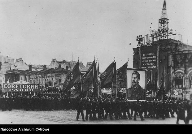 Obchody 31- rocznicy rewolucji październikowej w Moskwie w 1948 roku (fot. Narodowe Archiwum Cyfrowe)