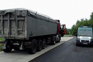Do kontroli zatrzymano ciężarówkę z węglem. Efekt? Załoga patrolu ITD naliczyła 27 naruszeń na 15,5 tysiąca zł kary
