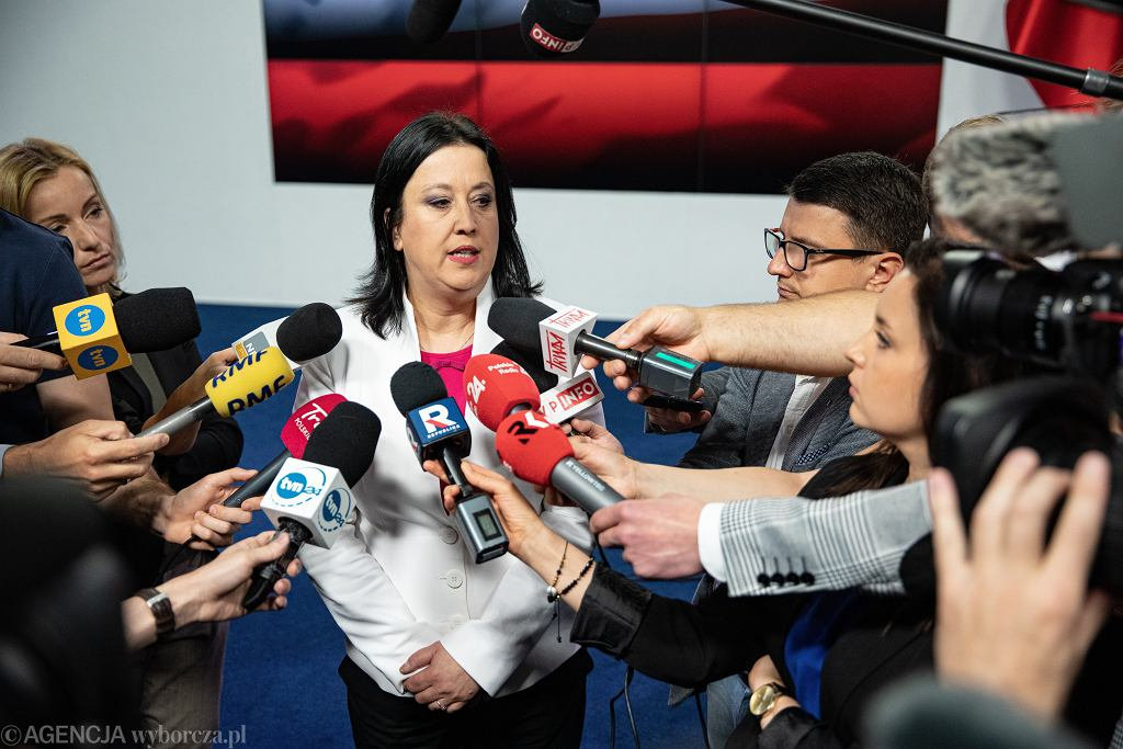 Rzeczniczka PiS mówi, że Marek Kuchciński rezygnuje, bo słucha Polaków. 'Podnosimy standardy'