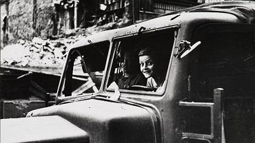 Eugeniusz Haneman, W zdobytej ciężarówce, 1945 r.