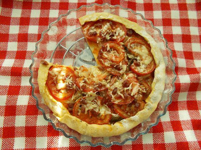 Aromatyczna pizza z kabanosami