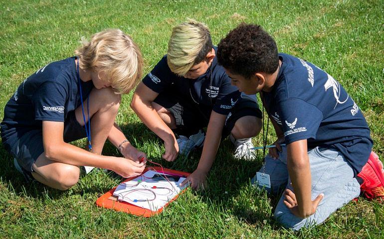Letni obóz w Stanach Zjednoczonych (zdjęcie ilustracyjne)