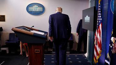 Donald Trump podczas konferencji w Białym Domu.