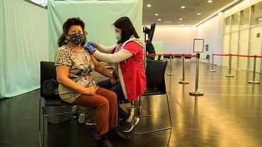 4 mln Polaków z Unijnym Certyfikatem COVID-19. W pełni zaszczepionych jest ponad 13 mln
