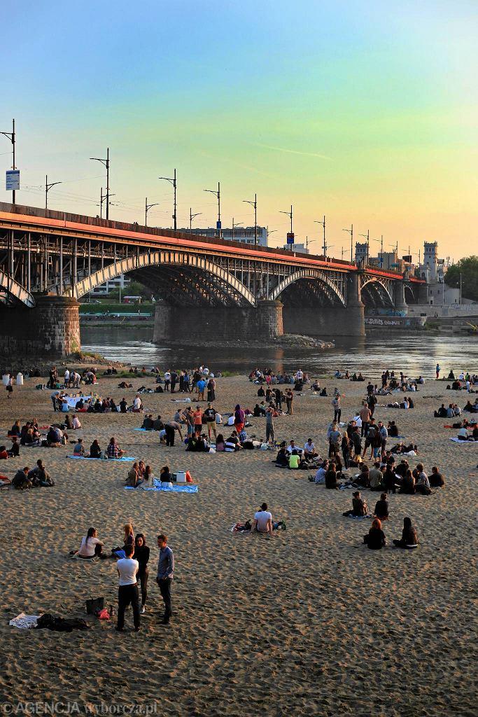 Nasz układ odpornościowy wpływa na nasze więzi społeczne. Plaża nad Wisłą / JACEK MARCZEWSKI