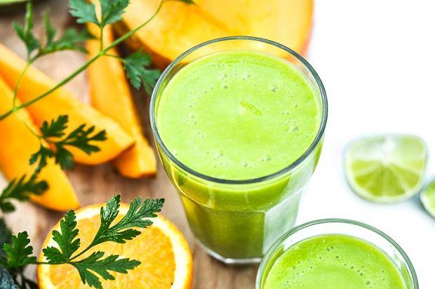 Zielone owoce i warzywa mają  mają masę witamin z grupy B