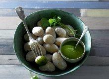 Ziemniaki w soli z sosem kolendrowym - ugotuj