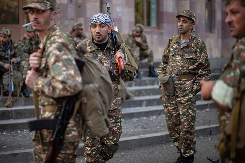 Ormiańscy ochotnicy, którzy zaciągnęli się do służby, by wziąć udział w walkach o Górski Karabach, 29 września 2020