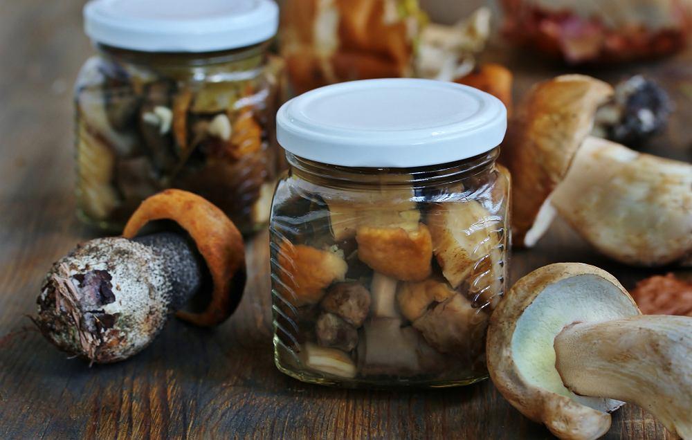 Grzyby w occie to jeden z najlepszych dodatków do pieczonych mięs i pasztetów (również warzywnych)