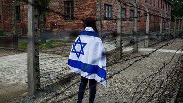 Marsz Żywych w Brzezince k. Oświęcimia. Obóz Auschwitz II - Birkenau (zdjęcie ilustracyjne)