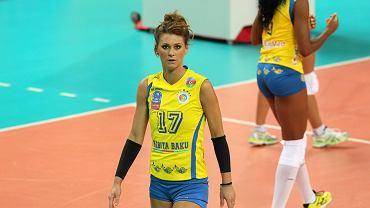 Skowrońska-Dolata jest wychowanką Skry Warszawa, ale największe sukcesy święciła w klubach zagranicznych. Występowała w tak znanych drużynach jak Asystel Novara, Scavollini Pesaro czy Fenerbahce Stambuł.