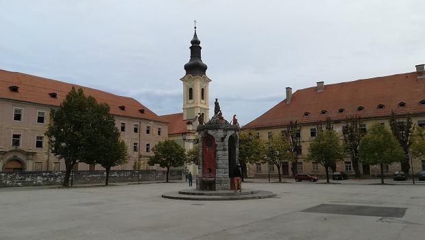 Karlovac. Zabytkowa studnia znajduje się idealnie w centrum starego miasta.
