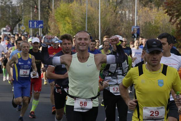 Zdjęcie numer 39 w galerii - Ponad 1200 biegaczy na starcie 37. Toruń Maraton, wygrał Łukasz Oskierko [ZDJĘCIA]