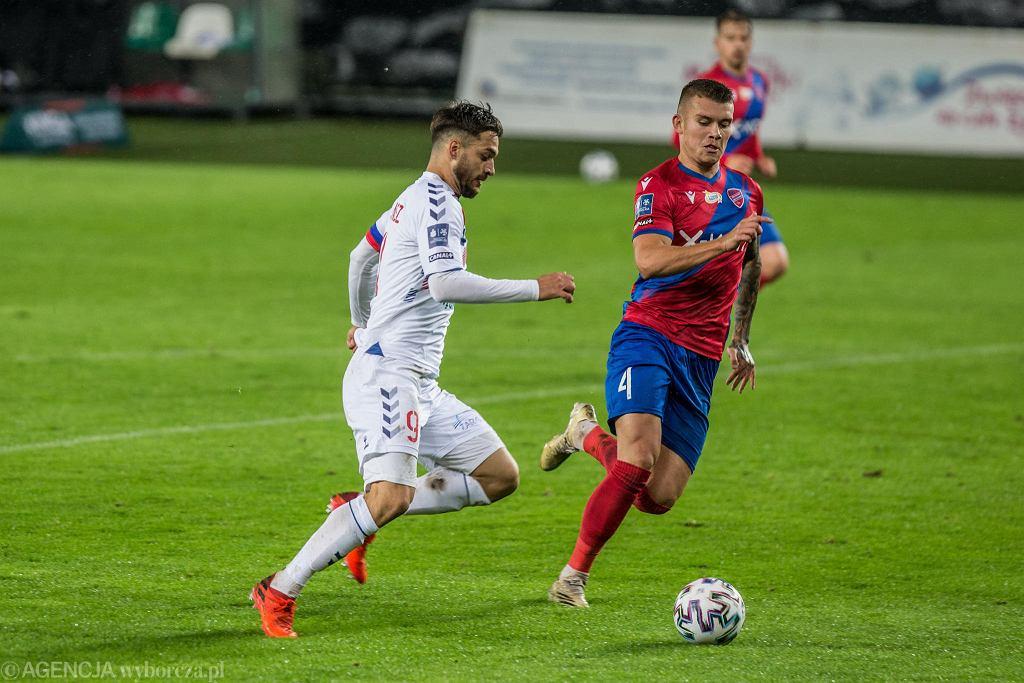 Kamil Piątkowski (z prawej) podczas meczu PKO Ekstraklasy Górnik Zabrze - Raków Częstochowa, 17 października 2020 r.