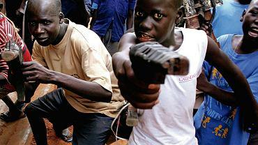 28 lutego 2006 r. Uganda, Lira Obóz resocjalizacyjny dla dzieci-żołnierzy, które były w antyrządowej partyzantce, a teraz uczą się normalnego życia
