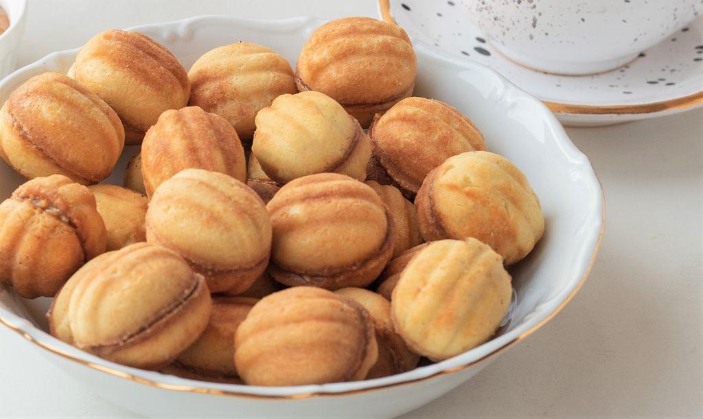 Ciastka orzeszki to wspomnienie dzieciństwa i popularny świąteczny deser. Jak je zrobić? [PRZEPIS]