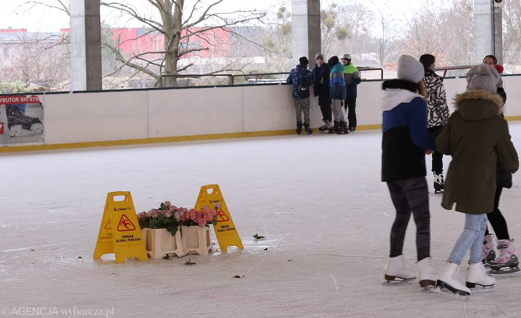 Kwiaciarnia na lodzie w Szczecinie na os. Majowym. Stworzona także po to, by obejść koronawirusowe obostrzenia