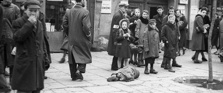 Zamknęli tam pół miliona ludzi. Głód, ścisk i śmierć na ulicach getta były codziennością. Prawie wszyscy zginęli