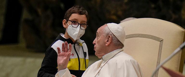 """10-latek skradł audiencję u papieża. """"Dziękuję temu chłopcu za lekcję"""""""