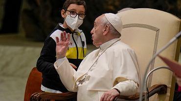 Papież Franciszek i 10-letni Paolo