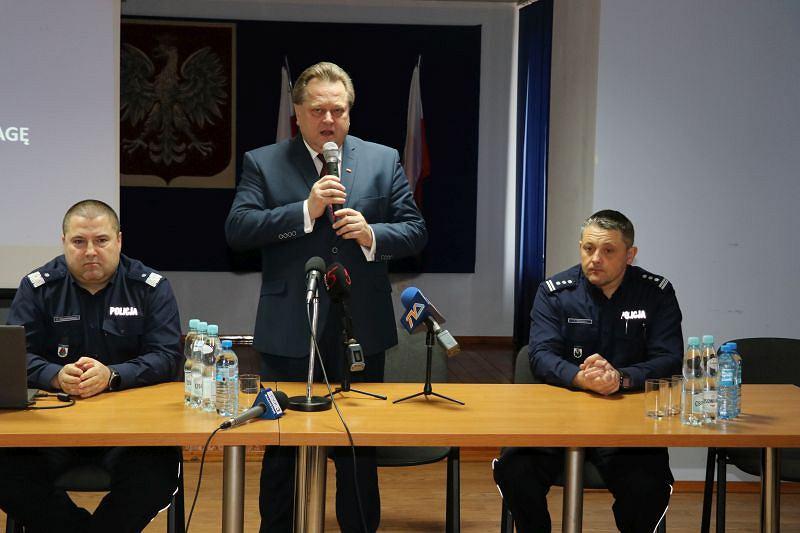 Jarosław Zieliński na odprawie policji w Suwałkach