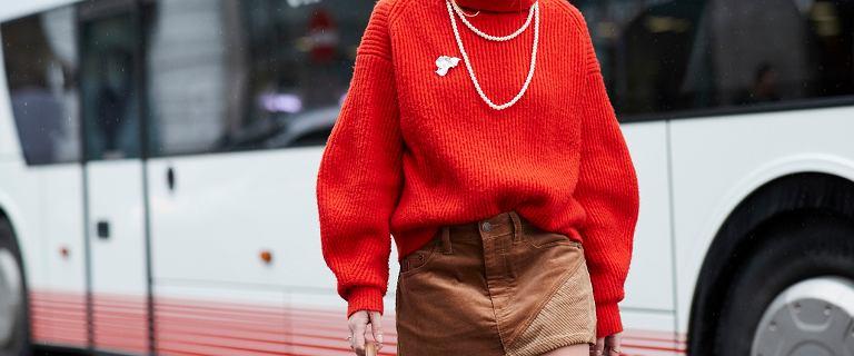 Te swetry wyróżnia wysoka jakość i niska cena! To fasony, które będą królować tego sezonu