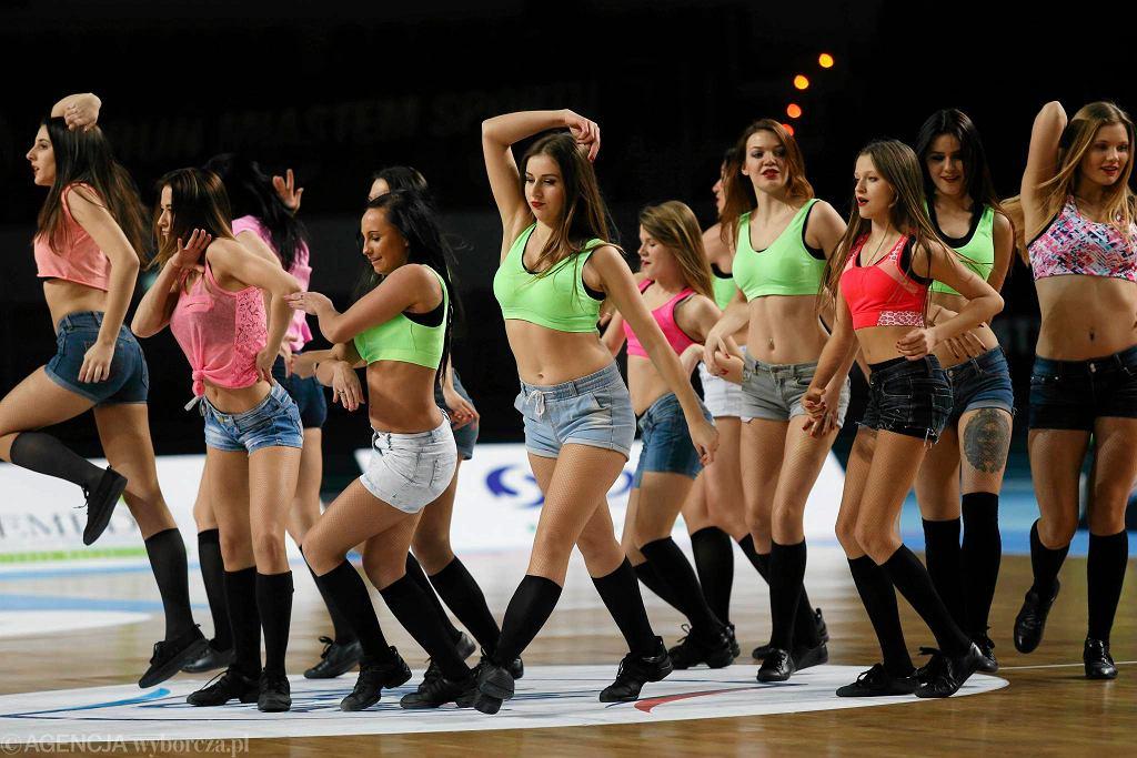 Zespół cheerleaders na meczu Polskiego Cukru Toruń