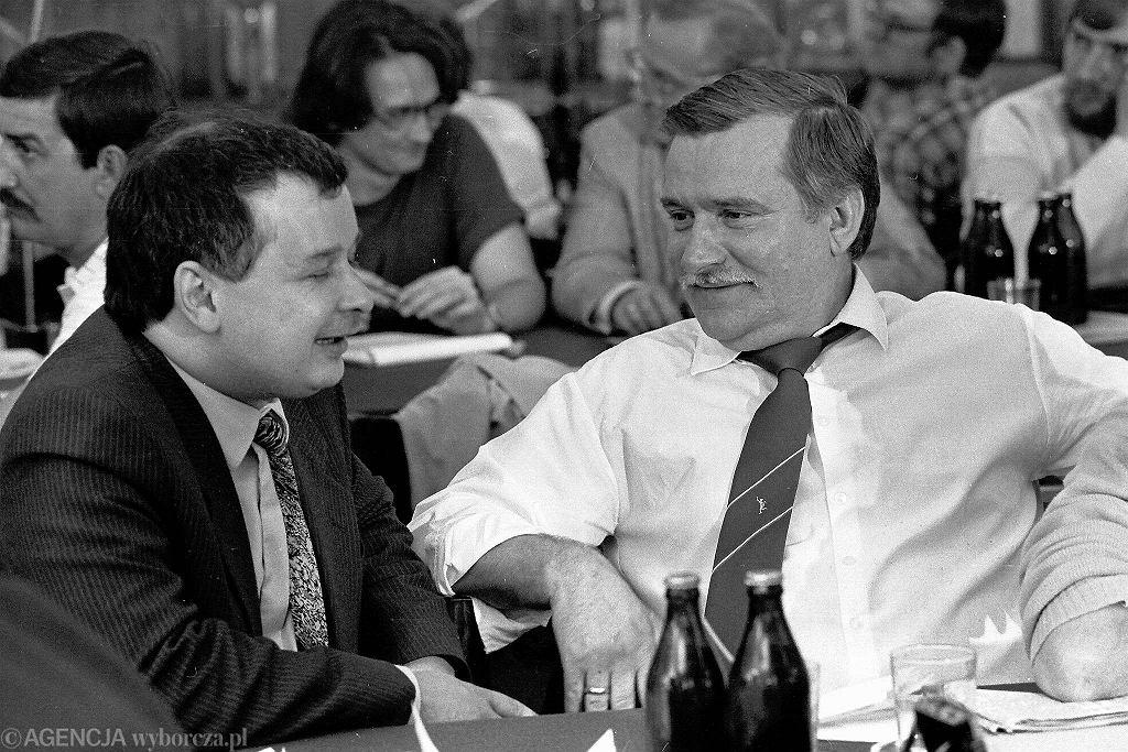 Jarosław Kaczyński i Lech Wałęsa w 1990 r.
