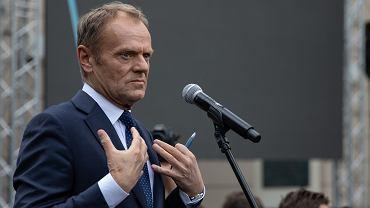 Donald Tusk na Uniwersytecie Warszawskim. Wystąpienie szefa RE i b. premiera 3 maja