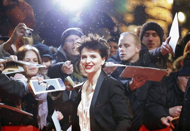 """Fans react as actress Juliette Binoche arrives at the red carpet for the screening of the movie """"Camille Claudel 1915"""" at the 63rd Berlinale International Film Festival in Berlin February 12, 2013.    REUTERS/Fabrizio Bensch (GERMANY - Tags: ENTERTAINMENT TPX IMAGES OF THE DAY)"""